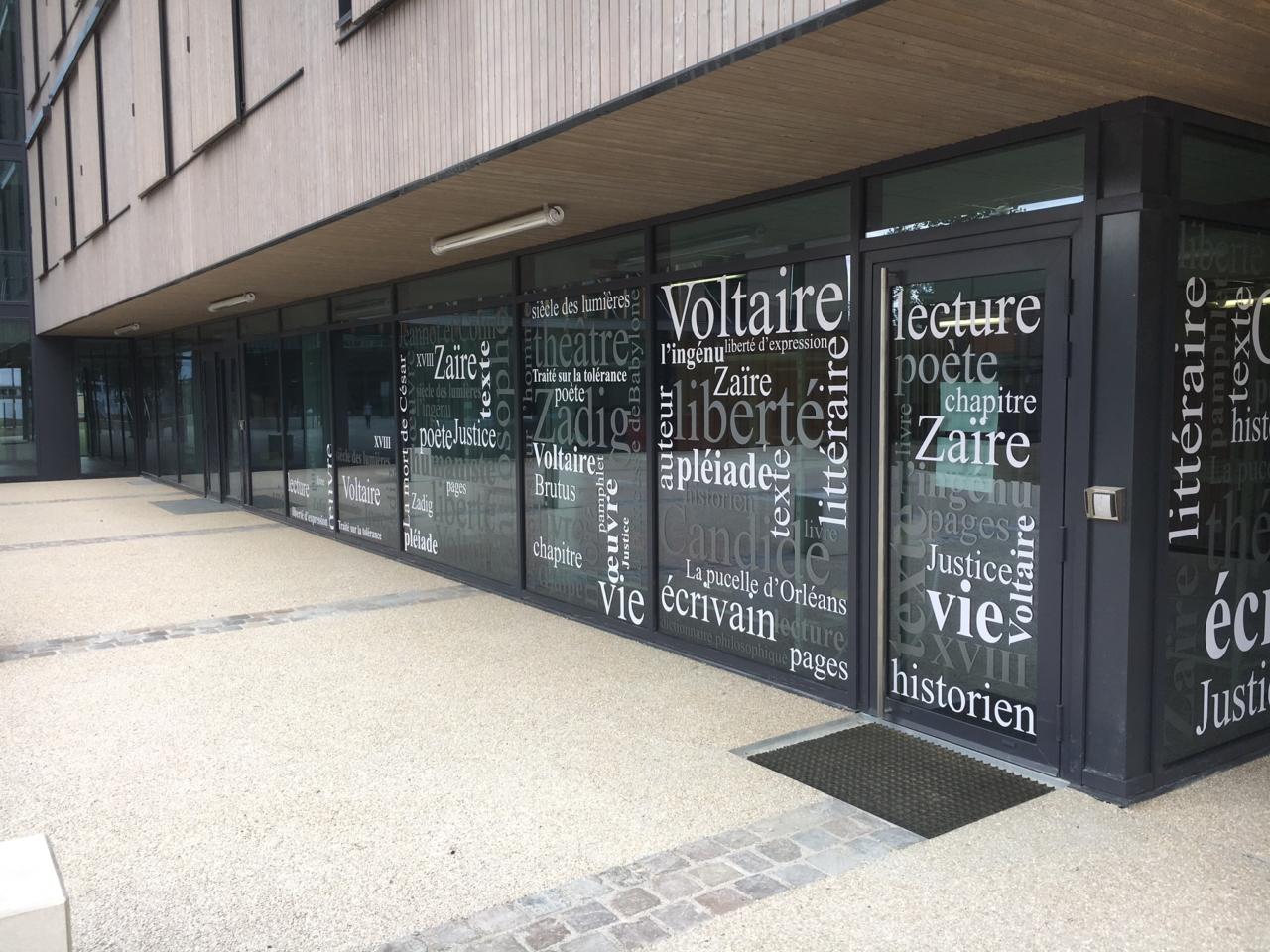 Vitrophanie pour le Lycée Voltaire à Orléans